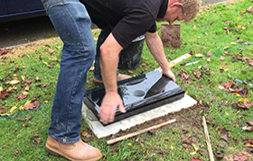 Fitting the memorial base to the foundation